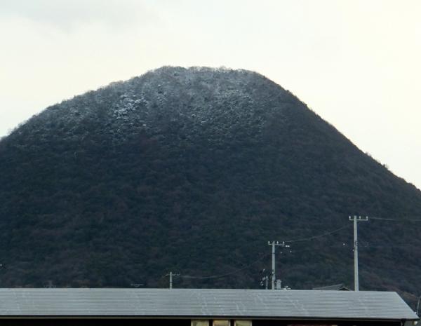 飯野山積雪