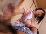 巨大乳輪爆乳お母さんの授乳手コキで大量発射!