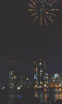 街中にあがる花火