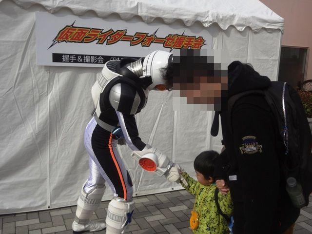 仮面ライダーフォーゼと握手