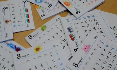 子ども達の可愛い絵が描かれた手作りカレンダー
