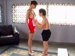 高身長175センチDカップ真田レイラが小男を顔騎責め!