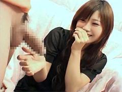 「人生2本目です」こんな可愛い女の子がチンポをジッと見ながら手コキ!!