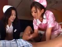 先輩熟女看護婦の指導で手コキフェラする新米激カワ看護婦