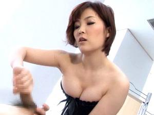 【大城かえで】ど痴女ナースがセクハラ患者を拘束して、超絶テクな手コキ責めで射精させる!!