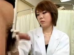 包茎専門医が皮を剥いてフェラチオでチンポ洗浄、ゴム手袋コキで射精させます。