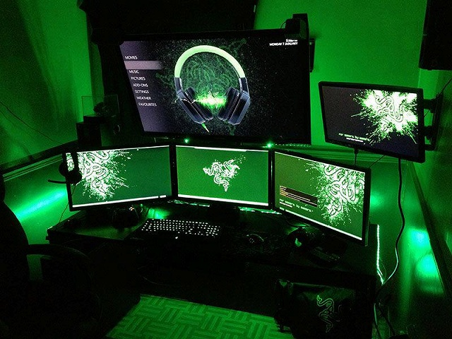 Desktop_Razer4_01.jpg
