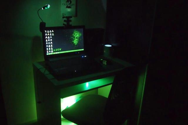 Desktop_Razer4_03.jpg