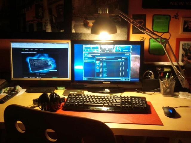 Desktop_Razer4_57.jpg