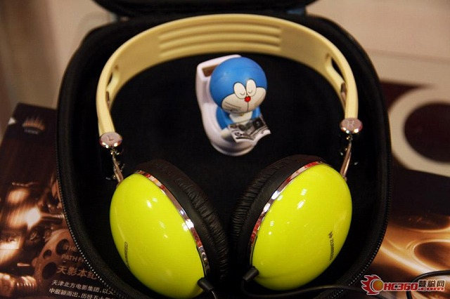 TARI_TARI_Headphones_07.jpg