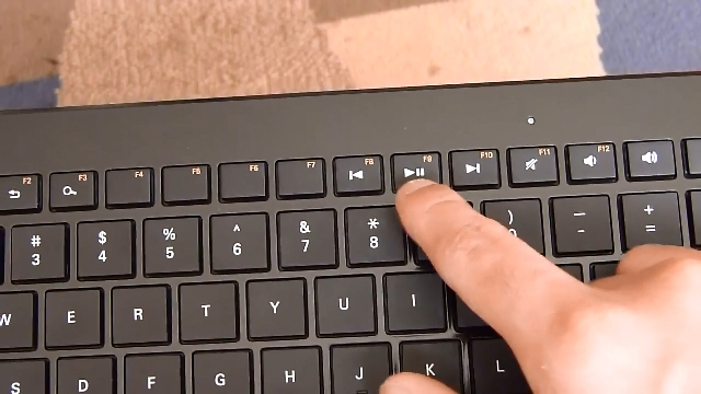 Wireless_Keyboard_with_Trackpad_05.jpg