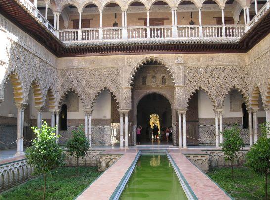 アルハンブラ宮殿の姉妹城と呼ばれるほど似ている