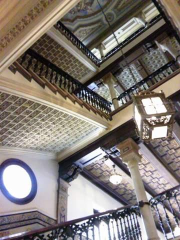 天井の寄木細工もムデハル様式
