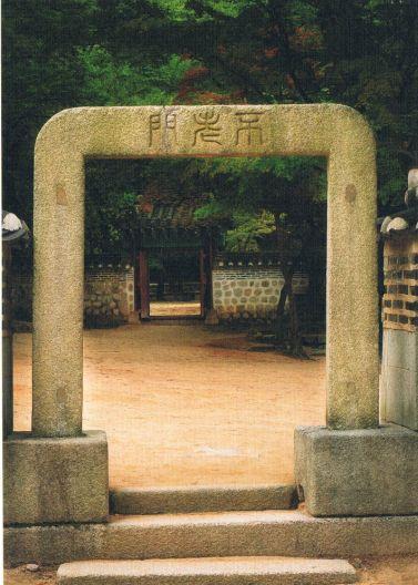 この門をくぐると長寿を約束されるとか。狭き門より入りましょう♪