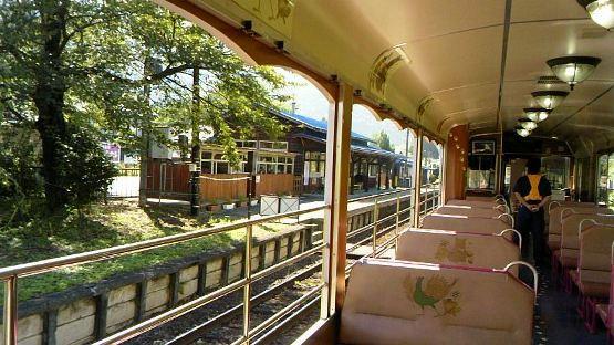 会津線お座トロ電車 まるでトトロのねこバス 風が心地よい