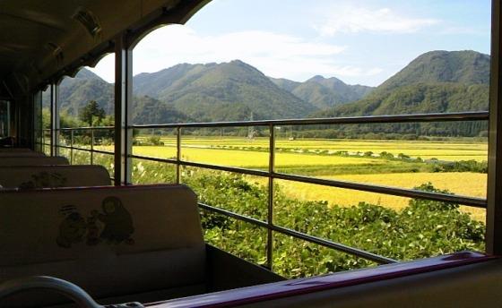 会津線トロ電車。福島の山々や田園は美しい